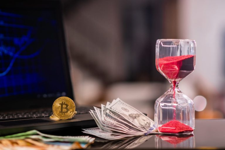 """Bitcoin Analyst: """"Deep Correction"""" Coming With December 17 Pivot Point Reached"""