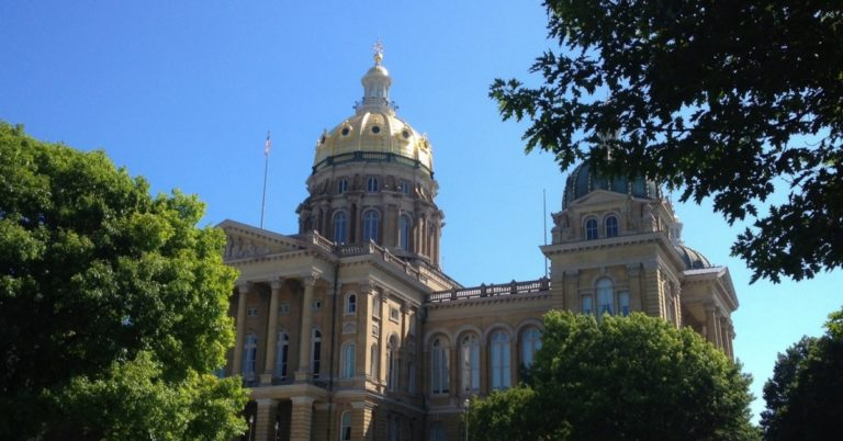 Iowa Introduces Bill to Level Playing Field for Blockchain and Smart Contracts